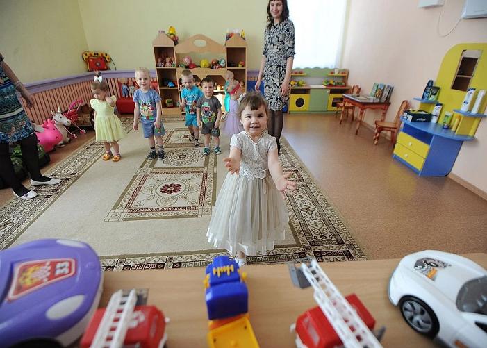 Сирот забирают из детских домов